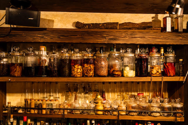 The curious library of herbs & spices